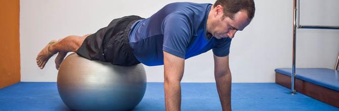 homem_pilates_bola4